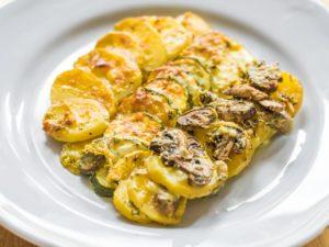 Zucchini Grain mit Kartoffeln und Champignons