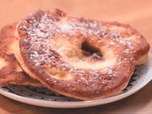 Bauerkrapfen zuckerfrei mit Dinkelmehl und Mandelmehl mit Zuckeralternative Erythrit.