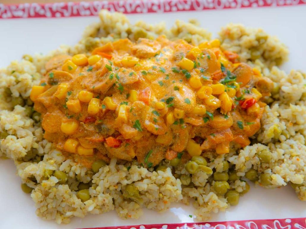 Champignon Gulasch mit Gemüse und Erbsenreis