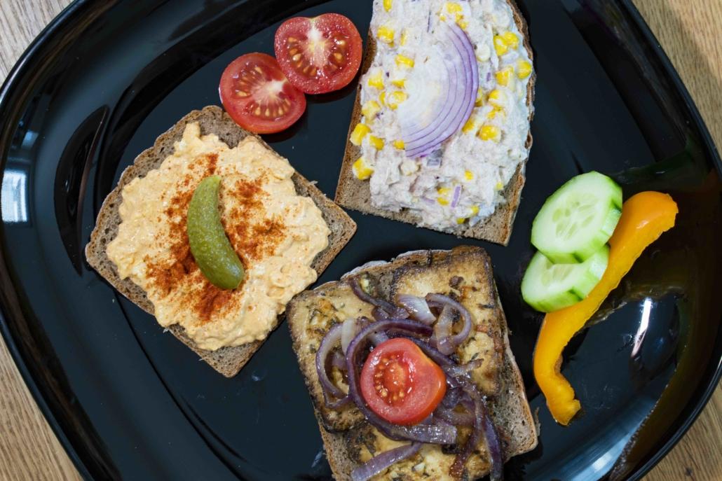 Belegte Brote dreierlei mit Gemüse