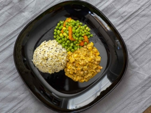 Fischgulasch mit Reis und Gemüse